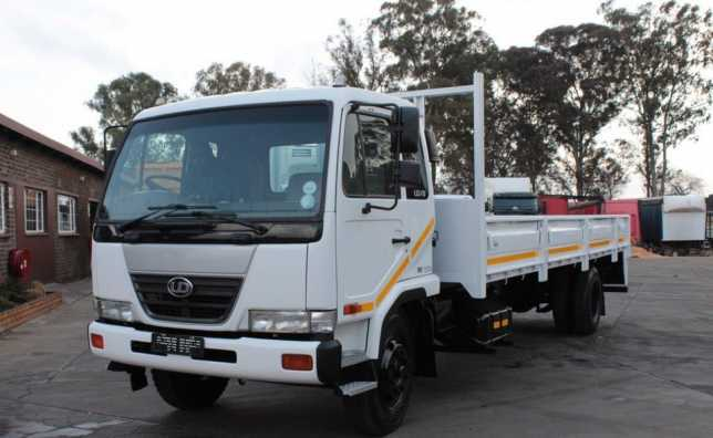 2009 Nissan UD 80 Dropside with 201333km