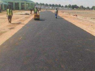 Tar surfacing and paving from R70