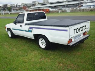 TOYOTA HILUX FOR SALE PRICE R17,000 CONTACT US ON 0813652298/+277