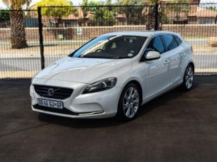 V40 T3 EXCEL WITH 141000KM FOR SALE 0790475688