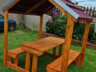 Picnic Bench with Roof