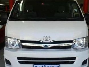 2013 Toyota quantum 2.7 GL with aircon
