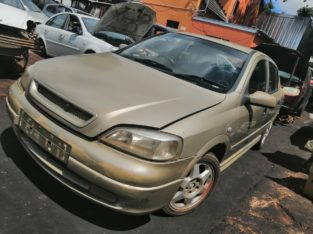 ASTRA CLASSIC 1.8 HATCHBACK STRIPPING FOR SPARES