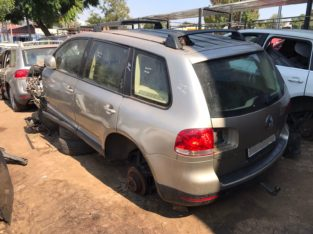 Volkswagen Touareg New & Used Spares Parts (R5 V10 2.5 TDI Auto)