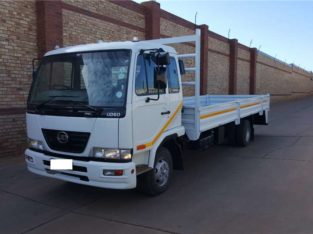 Nissan UD40,6 TONNER FITTED WITH DROPSDIE BODY Dropside truck