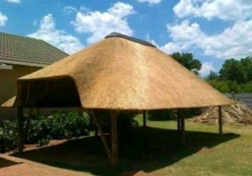 Thatching roofs installation and maintenance