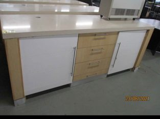 1 x wooden cabinet with drawers with build in siemens mini bar fr