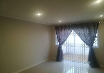 2 Good size bedrooms with blinds in Ottery, Cape Town for rent